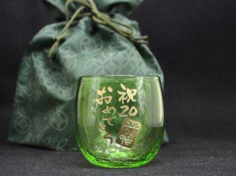 成人祝い 琉球グラス彫刻
