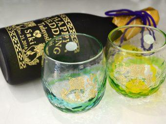 結婚祝い 4合ボトル・ペアでこたるグラス彫刻